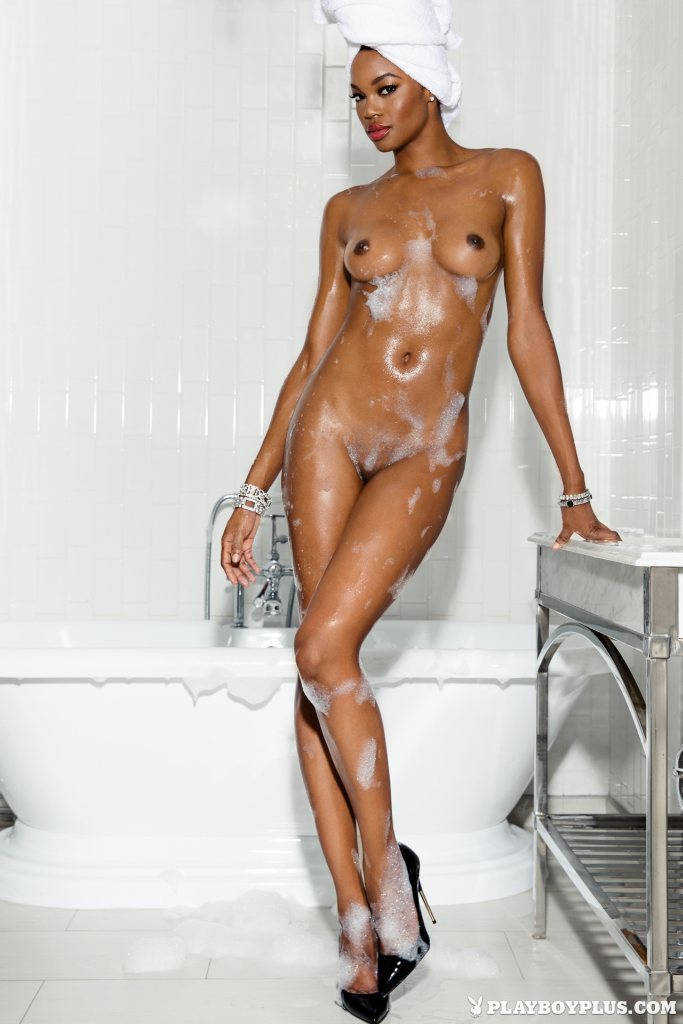 chocolate-goddess-eugena-washington-takes-you-to-her-bathroom-for-a-hot-bath-09